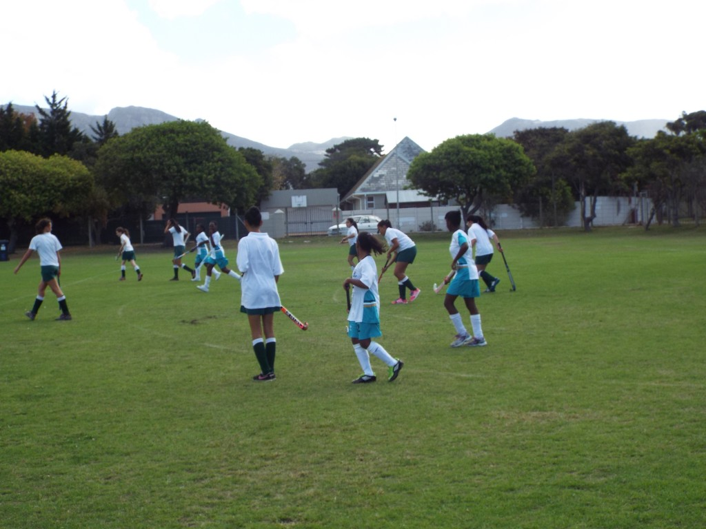 U13 girls hockey team vs Zimbabwean team (2)