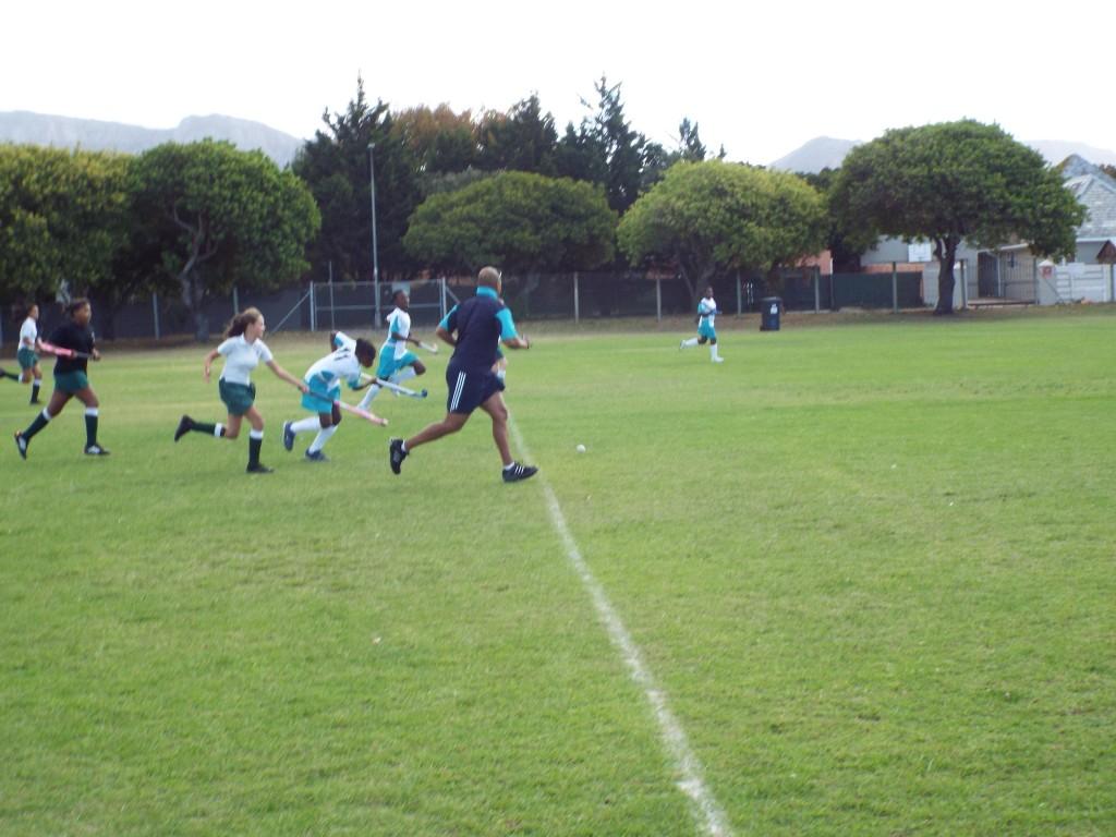 U13 girls hockey team vs Zimbabwean team (4)