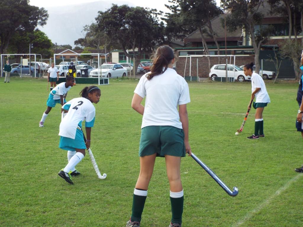 U13 girls hockey team vs Zimbabwean team (9)